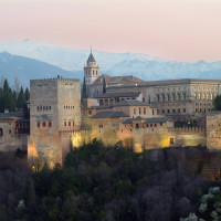 サン・ニコラス展望台より、シエラネバダをバックに輝くアルハンブラ宮殿