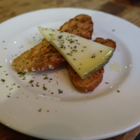 チーズとカリカリのパン
