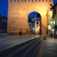 以前のグラナダ城内への入口、エルビラの門(Puerta de Elvira)