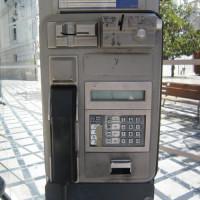 時代とともに、最近はあまり使われなくなった公衆電話